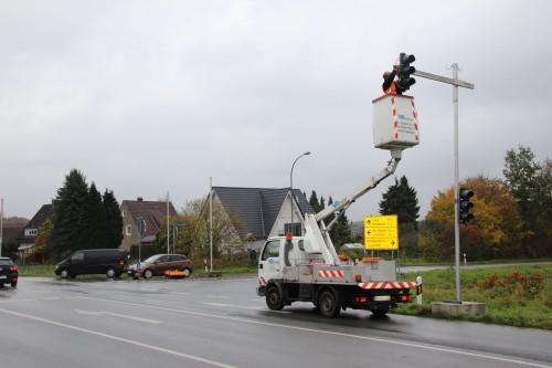 Sorgt kurzfristig für mehr Sicherheit – Baustellenampel installiert