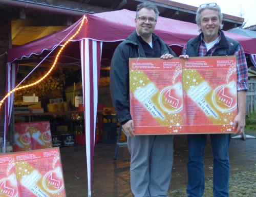 Foto: Frank und Falk Niehage freuen sich auf den am 12.12. stattfinden Weihnachtsmarkt auf dem Gelände der Kirche in Bega