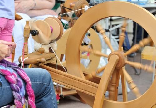 Ein Spinnrad in Aktion. Foto: LWL/ Schierholz