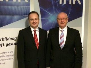 Matthias Boberg (l.) und Karl-Ernst Vathauer berichteten in der IHK Lippe über ihre Strategien zur Personalnachfolge und –entwicklung