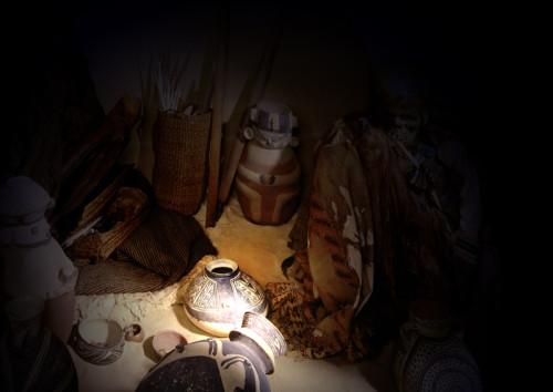 Expedition Landesmuseum. Geheimnisvolles im Schein der Taschenlampen / Foto: Lippisches Landesmuseum Detmold