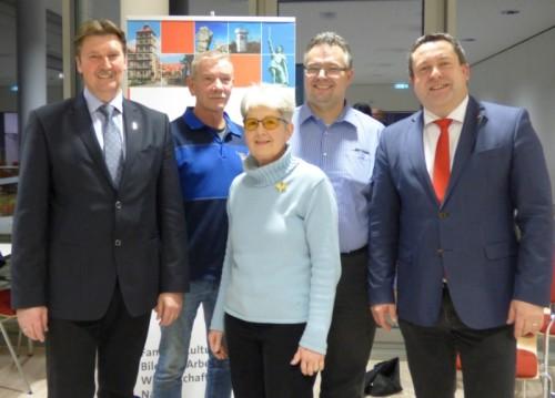 Die Verantwortlichen (v.l.) Jürgen Berghahn, Bernd Babenhauserheide, Barbara Gerber, Falk Niehage und Landrat Dr. Axel Lehmann freuen sich über die gelungene Veranstaltung.