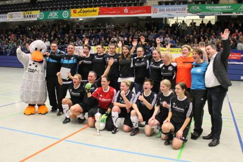 Der zahlreich vertretene FC-Anhang hat allen Grund zum Jubeln Bild: Heino Grollich