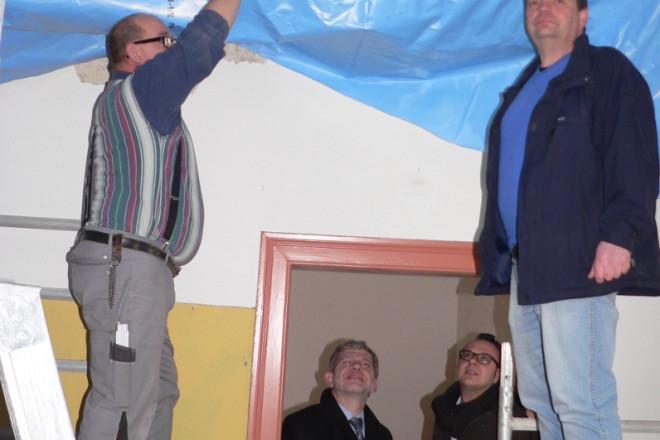 Foto von links: Max Mannel, Dr. Reiner Austermann, Markus Baier und Christian Plöger. Die neue Decke nimmt Formen an