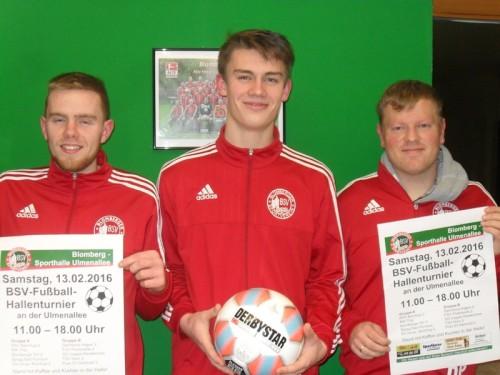 Das Foto zeigt: Andreas Heinzenreider, Janic Stohlmann und David Philips vom gastgebenden Blomberger SV