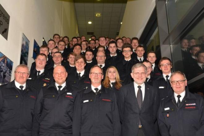 In ihren Dienstgraden beförderte Kameraden/innen der Freiwilligen Feuerwehr Lemgo