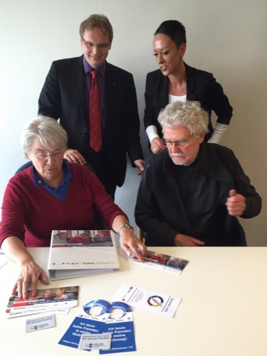 Foto: Erika Hellweg (DRK Augusdorf), Dr. Dennis Maelzer ( SPD-Landtagsabgeordneter) Michaela Ottemeier (Kreis Lippe), Klaus Mai (AWO Augustdorf) (von links)