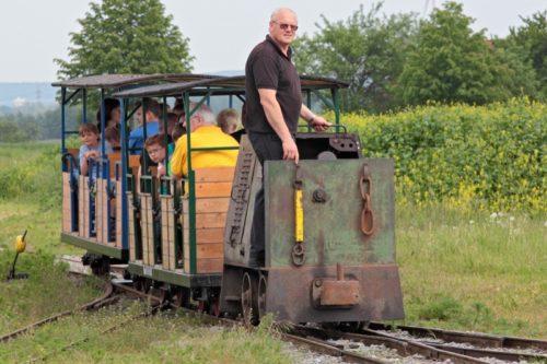 Beim Feldbahntreffen können Besucher Fahrten rund um das Gelände des Ziegeleimuseums unternehmen.  Foto: LWL / Holtappels