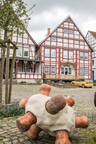 Abb: Berthold Welter, Skulpturenpfad in Schwalenberg. Foto: Niklas Geller