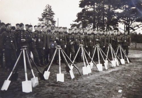 Junge Männer im Einsatz für den Reichsarbeitsdienst, 1938 Foto: Dokumentationsstätte Stalag 326 (VI K) Senne
