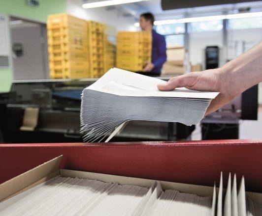 Die Arbeiterwohlfahrt Westliches Westfalen e. V. bedient sich für den Druck der Entgeltabrechnungen für seine fast 18.000 Beschäftigten der Leistungen des Druck- und Kuvertierzentrums des krz. (Bild: Jürgen Rehrmann)