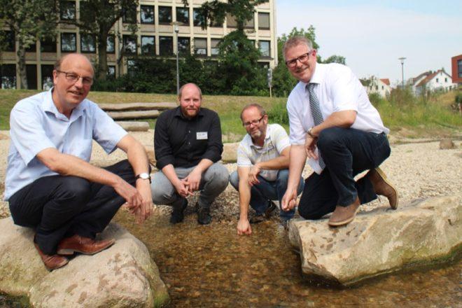 Auf dem Foto sehen Sie von links:     Bürgermeister Rainer Heller, Andreas Hoffmann (Team Tiefbau- und Gewässerplanung), Detlef Wehrmann (Projektleiter/ Team Erhaltungs- und Infrastrukturmanagement) und II. und Technischer Beigeordnete Thomas Lammering