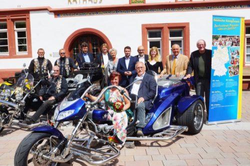 Die Veranstalter der Arbeitsgemeinschaft, Stadt Blomberg, Kreis Lippe und Blomberg-Marketing freuen sich auf den 6. Deutschen Königinnentag mit KönigInnen und Strikes.
