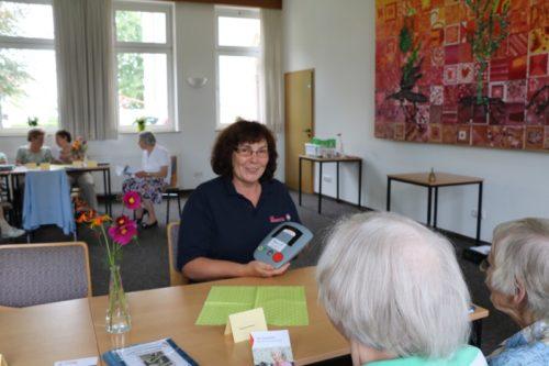 Sicher leben im eigenen Zuhause – Gaby Nordahl erklärt, wie der Hausnotruf funktioniert