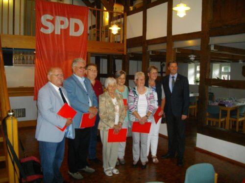 Auf dem Photo von links: Johannes Bentler, Rudolf Pörtner, Heinrich Steffensmeier, Gudrun Reuter, Heidemarie Schmidt, Ursel Krüger, Ingrid Sander und Jürgen Berghahn