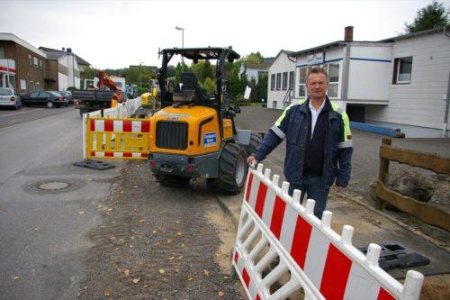 Netzmeister Peter Schultz an der Baustelle in der Hansastraße