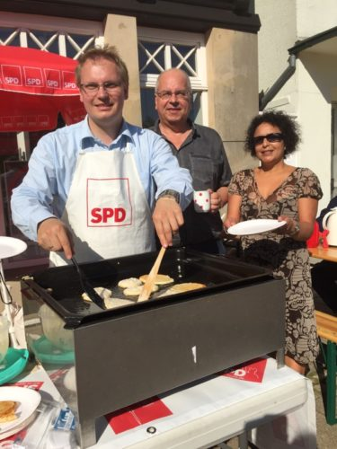 Auf dem Foto von links: Dr. Dennis Maelzer, MdL, Ralf Leßmann, Samira Block