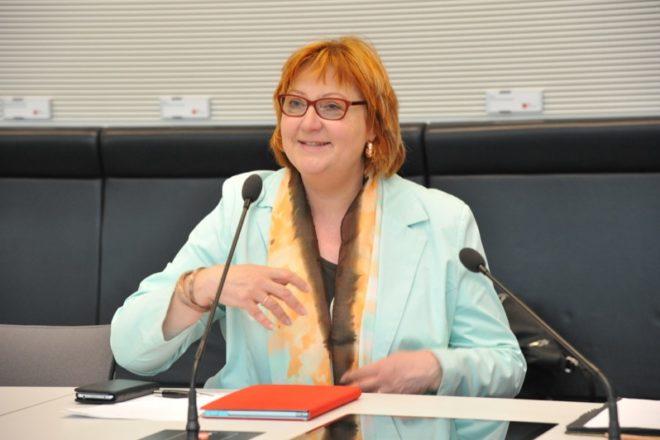 """""""Mit der Flexi-Rente ermöglichen wir den schrittweisen Ausstieg aus dem Beruf und stellen sicher, dass Prävention und Rehabiliation nicht zu kurz kommen"""": die SPD-Bundestagsabgeordnete Petra Rode-Bosse."""