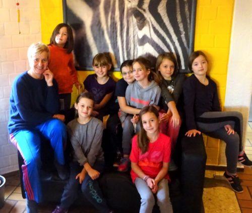 Unter Anleitung der Wen Do-Trainerin Regina Rawe vom Bielefelder Verein BellZett e.V. lernten die Mädchen im Blomberger Jugendzentrum, sich auch in schwierigen Situationen zu behaupten.