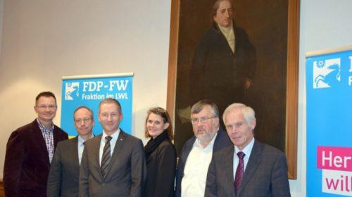 von links: stellv. FDP-FW-Fraktionsvorsitzender Dr. Thomas Reinbold, LWL-Direktor Matthias Löb, FDP-FW-Fraktionsvorsitzender Stephen Paul, VLK-Bundesvorsitzende Judith Pirscher, Vorsitzender des FDP-Landesfachausschusses Kommunalpolitik/VLK Karl Peter Brendel und stellv. FDP-FW-Fraktionsvorsitzender Gerhard Stauff