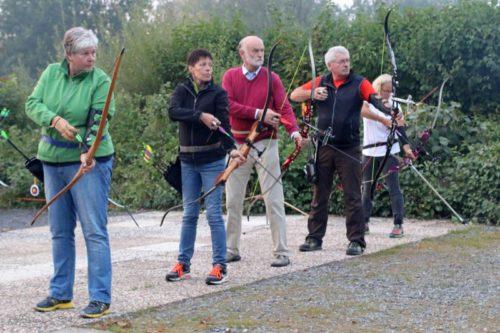 Mitglieder von Bogensport Horn-Bad Meinberg im vergangenen Herbst auf dem Schießplatz am Waldschlößchen. Foto: Martina Berg