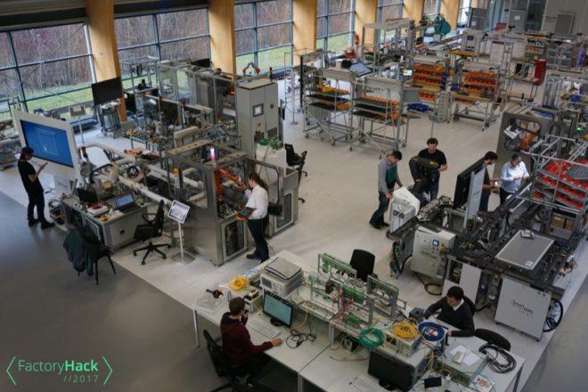 Hacker-Teams übernehmen die SmartFactoryOWL beim weltweit größten industriellen Hackathon in Ostwestfalen-Lippe – dem FactoryHack2017.