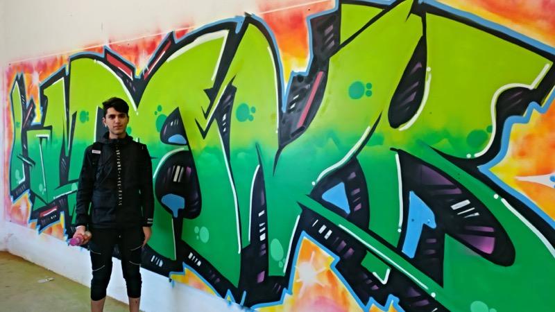 Graffiti Farben.Bunte Farben Für Die Außenanlage Der Asylbewerberunterkunft