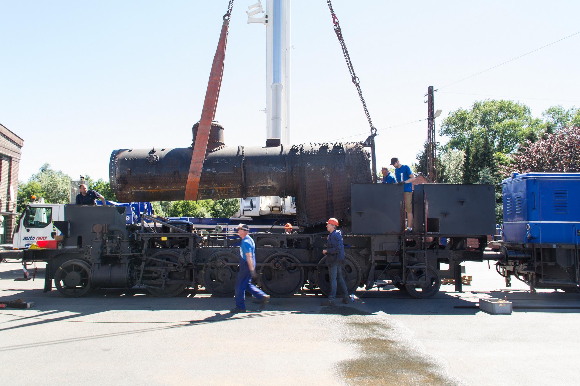 Dampflok LIPPERLAND - Komplettierter Kessel wieder auf dem Fahrwerk ...